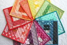 rainbow potholders (Film In The Fridge) Small Quilt Projects, Small Sewing Projects, Quilting Projects, Sewing Crafts, Small Quilts, Mini Quilts, Mug Rugs, Hot Pads, Quilting Tutorials