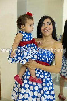 Mãe e filha podem combinar o look para o aniversário. http://www.eroupasdebebe.com/vestido-galinha-pintadinha-mae-e-filha