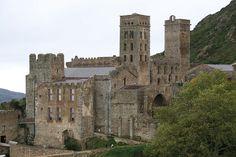 Monasterio de Sant Pere de Rodes en Girona (España) Arquitectura Construcción878 - 1022 Estilo arquitectónicoPrerrománico