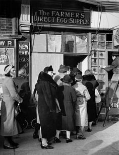 Women queuing for eggs, London 1940