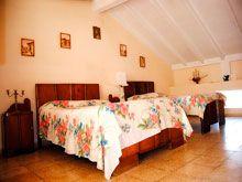 Hostal Bienestar, Hermosa casa de alquiler en Trinidad Cuba. Se rentan dos amplias habitaciones con baño privado, hermosa terraza en un segundo nivel con vista panorámica a la ciudad y al mar. http://www.trinihostal.com/htbienestar_eng.html
