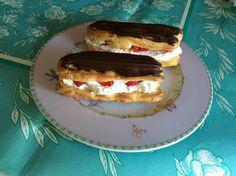 Das perfekte Eclairs gefüllt mit Vanillesahne und Erdbeeren-Rezept mit einfacher Schritt-für-Schritt-Anleitung: Backofen auf 175 Grad vorheizen. Alle…