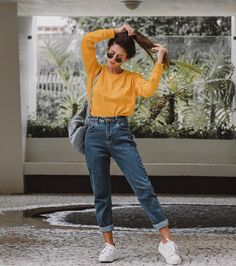 22 super comfortable outfits for students - fashion and outfit trends - 22 super comfortable outfits for students Mode Outfits, Jean Outfits, Winter Outfits, Outfits With Mom Jeans, School Outfits, New Jeans Style, Mom Jeans Outfit Summer, Jeans Outfit Winter, Summer Outfits