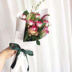 """662 Likes, 6 Comments - healing flower , 정다혜 (@healing_flower) on Instagram: """". 매주 월요일은, 7시까지예요 양해부탁드려용❤ . . . #꽃스타그램 #꽃그램 #평택 #송탄 #평택꽃집 #힐링플라워 #드라이플라워 #꽃다발 #핸드타이드…"""""""