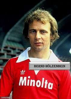 Bernd Hölzenbein..... Kids Soccer, Baseball Cards, Sports, Movie Posters, Movies, Football Soccer, Pictures, 2016 Movies, Film Poster
