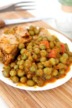 This stew with chicken and peas is rich, fragrant, flavorful and comforting and it takes only 30 minutes to make! Perfect dinner idea for busy families! Easy Chicken Stew, Stew Chicken Recipe, Easy Chicken Recipes, Chicken With Peas Recipe, Slow Cooker Times, Easy Restaurant, Spicy Dishes, Pea Recipes, Thanksgiving Side Dishes