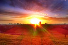 Have you ever seen the sunset from #PrimroseHill, #London? http://www.nyhabitat.com/blog/2014/10/06/top-5-spots-watch-sunset-london/