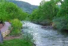 Clear Creek, which runs through Golden, features wooded banks and 24 miles of paved trails for runners and cyclists. Escape into nature and enjoy kayaking, tubing or fly fishing — just outside The Golden Hotel! – Golden Hotel, Ascend Hotel Collection ® #GoNative