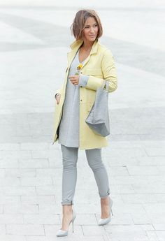 Gray & yellow Kinda day definitely rocked this look Fall Fashion Outfits, Mode Outfits, Spring Outfits, Womens Fashion, Fashion Ideas, Look Office, Winter Mode, Grey Outfit, Yellow Fashion