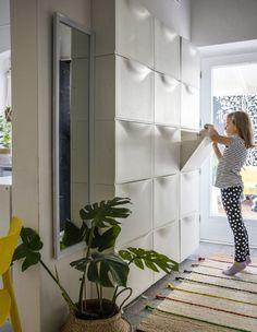 Maximizing Storage in your hallway with IKEA TRONES in white. | Maximaler Stauraum in deinem Flur mit IKEA TRONES Aufbewahrung in Weiß. #interiordesign #spacemanagement #hallway #storage #ikeahacks #raummangament #flur #aufbewahrung