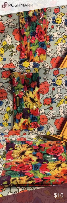 Steve Madden Bright Floral Fold Over Clutch Perfect condition, used once, fun bright colors to spice up any outfit, fold over clutch with zip top, zip pocket and compartments inside Steve Madden Bags Clutches & Wristlets