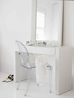 dressing tables in bedrooms Bedroom Dressing Table, Dressing Tables, Luxurious Bedrooms, Interior Design Kitchen, Sweet Home, Bedroom Decor, Home And Garden, Living Room, Chair