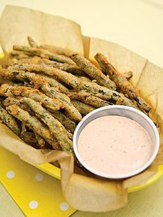 To a Dutch oven, add oil to a 2-inch depth. Preheat oil to 375 degrees. In a medium bowl, combine flour, cornmeal, salt, black pepper, and cayenne pepper. Dip green beans into buttermilk, then dredge wet beans in flour mixture to coat.
