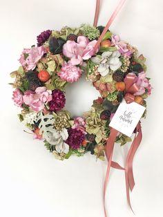 Hello autumn door hanger #wreaths #fall #autumn #homedecor #kopogtató #difiori #ősz Hello Autumn, Door Hangers, Floral Wreath, Wreaths, Fall, Flowers, Home Decor, Autumn, Floral Crown