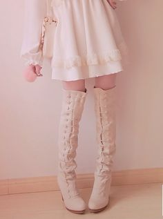 Cute, sweet gyaru: Off white dress with details. White boots with lacing and heels. Dusty pink bag.