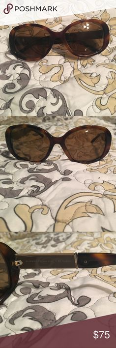 Burberry sunglasses polarized Women's sunglasses with no scratches kept in case. Polarized Burberry Accessories Sunglasses