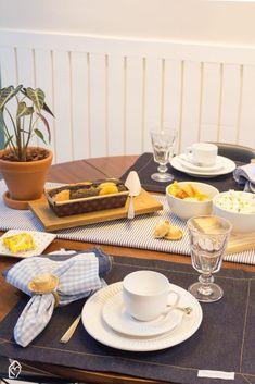 Café da tarde de festa junina com tons de azul Table Settings, Table Decorations, Furniture, Home Decor, Shades Of Blue, Diy Creative Ideas, Creativity, Party, Decoration Home
