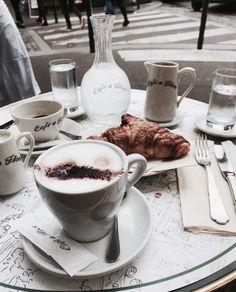 Pin by xoxo gabrielle on gabrielle's coffee time in 2019 кафе, кофе, в Coffee Art, My Coffee, Coffee Time, Coffee Shop, Coffee Meeting, Coffee Break, Morning Coffee, Art Cafe, Jai Faim