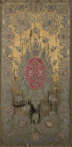 Deux panneaux de soie brochée à décor de rinceaux de feuillages