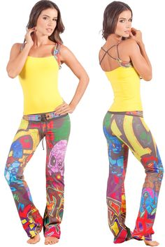 Cheery yellow top with cool street style yoga pants. Limited quantities - who wants to see everyone in the same outfit in the gym? Fitness Fashion, Gym Fashion, Fitness Wear, Fitness Clothing, Dance Outfits, Gym Outfits, Activewear Sets, Yoga Pants Outfit, Gym Style
