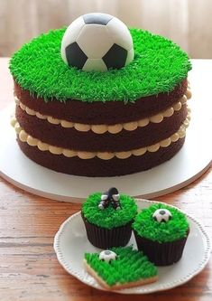 The Cookie Shop - Bolos Decorados You are in the right place about girly Soccer Cake Here we offer y Football Cupcake Cakes, Soccer Birthday Cakes, Birthday Cupcakes, Soccer Cakes, Football Cakes For Boys, Kids Football, Sport Cakes, Food Cakes, Cookies Et Biscuits