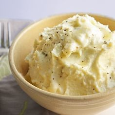 Better than potatoes Cheesy Cauliflower Puree - a delicious low carb side dish recipe
