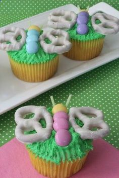 Spring Butterfly Cupcakes, Perfect for Easter - Thrifty Jinxy. These would be a great way to decorate DCD White Chocolate Meyer Lemon Cupcakes! Butterfly Cupcakes, Easter Cupcakes, Spring Cupcakes, Butterfly Birthday, Butterfly Party, Kid Cupcakes, Butterfly Wings, Decorated Cupcakes, Mocha Cupcakes