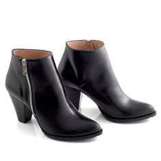 Ankle boot in black leather