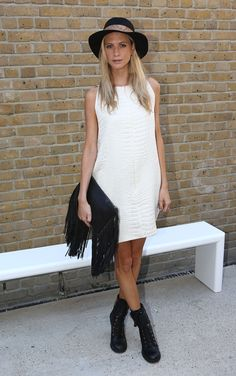 #LFW day 1: Everyone's wearing cool clutch bags, as seen on poppy Delevingne