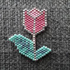 Broche tulipe #miyuki #miyukiaddict #perlesmiyuki #jenfiledesperlesetjassume #tulipe