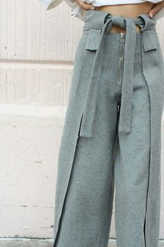 Moda Fashion, High Fashion, Womens Fashion, Latest Fashion, Baggy Pants, Trousers, Grey Pants, Patron Vintage, Couture Mode
