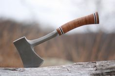 Estwing Sportsman's Axe - Camping Hatchet with Forged Steel Construction & Genuine Leather Grip - Perfect for chopping logs, small trees & branches or splitting firewood & kindling Bear Grylls, Garden Trowel, Garden Tools, Edc, Throwing Hatchet, Splitting Wood, Specialty Knives, Forged Steel, Survival Gear