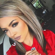Looking for the perfect fall hair color? We asked top celebrity stylists and colorists for easy fall hair color ideas you should try. Love Hair, Gorgeous Hair, Blonde Lowlights, Hair Color And Cut, Haircut And Color, Fall Hair, Hair Dos, Pretty Hairstyles, Hairstyles Men
