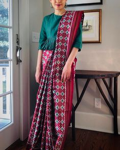 Image may contain: one or more people and people standing Sari Blouse Designs, Designer Blouse Patterns, Saree Dress, Saree Blouse, Bollywood Designer Sarees, Indian Fashion Trends, Saree Styles, Saree Draping Styles, Stylish Blouse Design