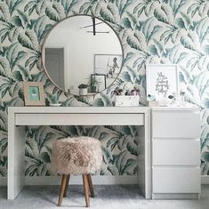 Don't be afraid to take a risk with your favorite printed wallpaper. Home Bedroom, Bedroom Decor, Bedroom Ideas, Bedrooms, Master Bedroom, New Room, Interior Design Living Room, Home Furniture, Furniture Shopping
