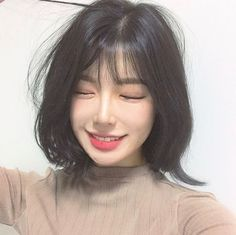 ideas haircut short bangs korean for 2019 Korean Short Hair Bangs, Ulzzang Short Hair, Korean Haircut, Asian Short Hair, Short Hair With Bangs, Haircuts With Bangs, Girl Short Hair, Short Hair Cuts, Haircut Short