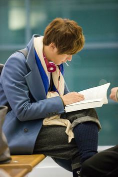 Yoon Shi Yoon is a bookworm in real life, which I really respect.