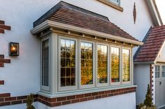 What a beautifully proportioned bay window! Finished ina textured Painswick woodgrain finish, the traditional Timberlook uPVC Flush Sash recreates century wooden window designs accurately 1930s House Exterior, Modern Bungalow Exterior, Porch Extension, Extension Ideas, Balcony Glass Design, Wooden Window Design, Modern Windows And Doors, Bay Window Exterior, Rendered Houses