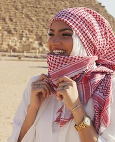 ImageFind images and videos about hijab and müslimah on We Heart It - the app to get lost in what you love. Arab Girls Hijab, Muslim Girls, Muslim Women, Hijabi Girl, Girl Hijab, Hijab Outfit, Hijab Dp, Abaya Fashion, Muslim Fashion