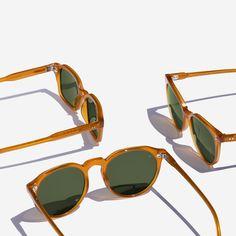 Types Of Sunglasses, Round Sunglasses, Mirrored Sunglasses, Light And Shadow Photography, Fashion Eye Glasses, Clothing Photography, Photo Accessories, Eyeglasses, Eyewear