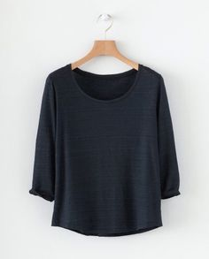 Scoop neck linen t-shirt -- blue black Linen Tshirts, Warm Grey, Silk Crepe, Boat Neck, Cashmere Sweaters, Summer Collection, Winter Outfits, Winter Clothes, Scoop Neck