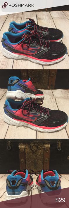 🌺 SKETCHERS GO RUN 🌺 RIDE 4 M STRIKE SZ 9.5 🌺 SKETCHERS GO RUN 🌺 RIDE 4 M STRIKE SZ 9.5 gorgeous colors these sneakers are super light weight, Very comfortable to wear and the upper is breathable and the material is durable.  Preloved is excellent condition. Skechers Shoes Sneakers