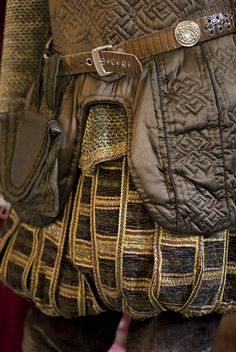 Shakespeare in love costume detail ~ Elizabethan Clothing, Elizabethan Costume, Elizabethan Fashion, Elizabethan Era, Renaissance Costume, Renaissance Men, Broadway Costumes, Theatre Costumes, Movie Costumes