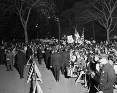 An enormous crowd, estimated at 35,000, waited behind police barricades at Central Park for a glimpse of Fidel Castro. Some 1,000 cops were on hand to keep order.