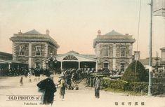 最初の横浜駅(現在は桜木町駅)1872年(明治5年)6月12日、日本初の鉄道が品川、横浜間を走った。10月には新橋まで延長。同区間の所要時間は人が歩くと10~12時間、馬が小走りで4時間、列車は53分だったと言われているが、現在では新橋~桜木町間が約30kmで、乗車時間は30分となるので平均時速は60kmになる。これから計算すると、開通当時の列車の平均時速は約33kmと推定されます。