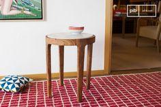 La mesa auxiliar Marmori mezcla mármol y madera para crear una mesa del estilo escandinavo vintage.