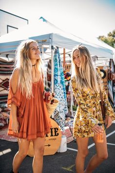 The hippie chic outfit – how to adopt this beautiful trend - Mode et Beaute Hippie Stil, Mode Hippie, Mode Boho, Hippie Boho, Boho Girl, Outfit Stile, Festival Looks, Festival Style, Bohemian Clothing