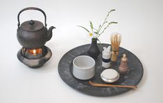 茶箱道具 - 中島完の事 Tea Blog, Japanese Tea Ceremony, Teapots And Cups, Japanese Sweets, Matcha Green Tea, Korean Food, Tea Set, Hot Chocolate, A Table
