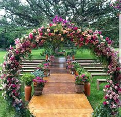 "We had previously discussed ""backyard"" and ""wedding"" decorations. This time we will combine a gorgeous garden wedding decor. Are you interested. Wedding Tips, Wedding Planning, Dream Wedding, Gold Wedding, Wedding Bouquets, Wedding Flowers, Wedding Dresses, Outdoor Wedding Photography, Photography Ideas"
