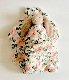 18 Baby Blanket Knitting Patterns So Cute for Your Kids Muslin Swaddle Blanket, Baby Swaddle, Baby Blankets, Garden Baby Nurseries, Flower Nursery, Soft Corals, Rustic Baby, Knitting For Beginners, Baby Boutique